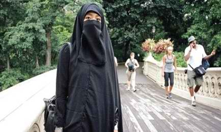 تبلیغات ضد حجاب یک خبرنگار آمریکایی