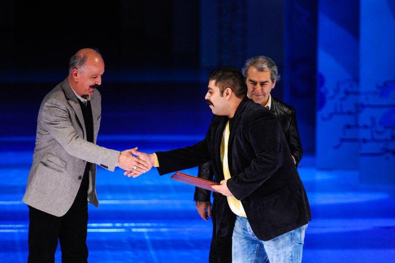 تقدیر از نمادهای فاسد سینمای پهلوی در فیلم فجر