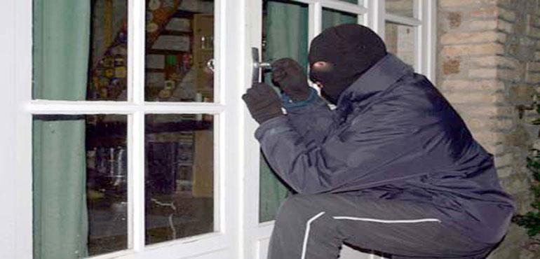 شوهرم دزدی کردن برایش عادی شده چه کار کنم؟
