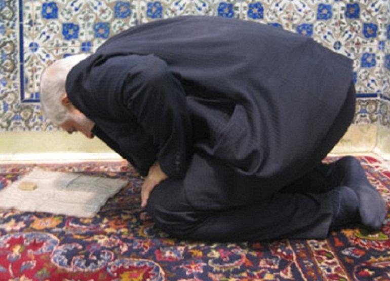 حکم رعایت قبله در نماز نشسته