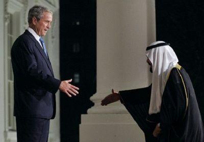 حقارت پادشاه سعودی در مقابل شیطان بزرگ