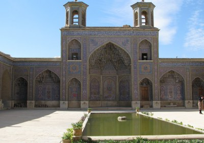مسجد، راهرو، حیاط