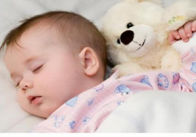 کودک در حال خواب