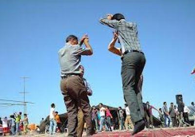 رقص مردان برای هم