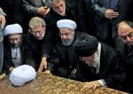 نماهنگی از مراسم اقامه نماز بر پیکر آیت الله هاشمی رفسنجانی